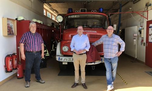 CDU-Bürgermeisterkandidat Dr. Adrian Haack und der CDU-Ortsbürgermeisterkandidat für Fümmelse, Marc Angerstein, sprachen mit Ortsbrandmeister Detlev Gliese.